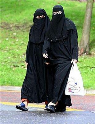 muslim-20women-20shopping.jpg