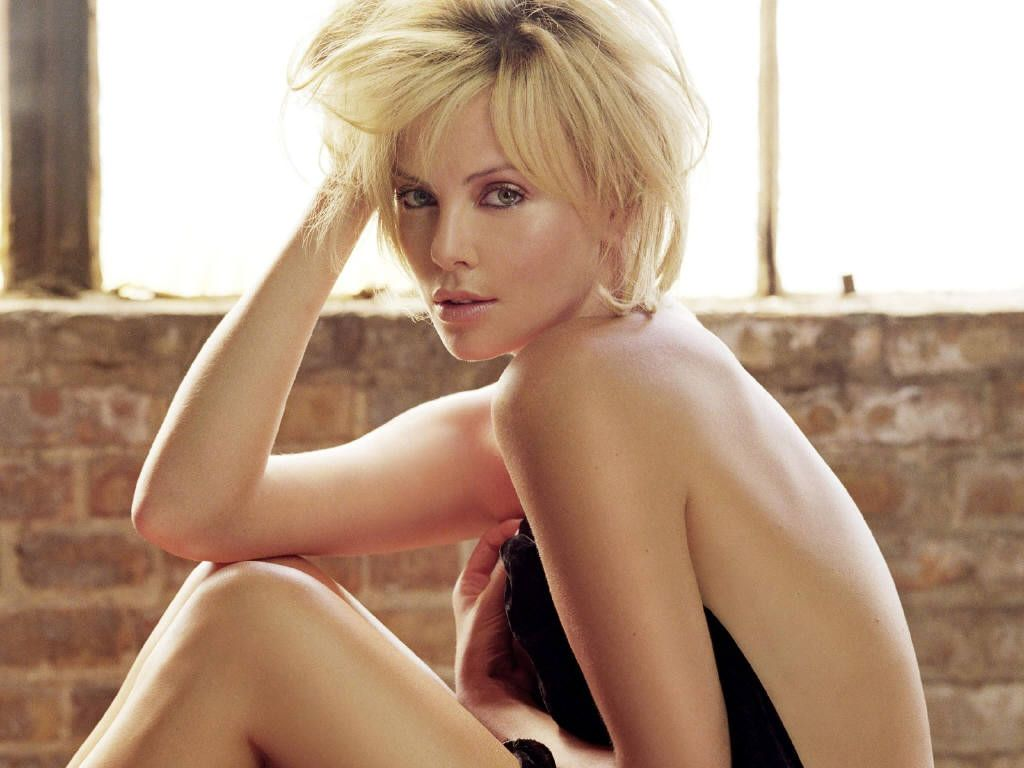 Charlize%20Theron%20Hot_2.JPG