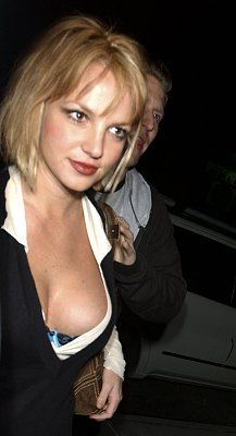 85535_britney_spears_boobs_3_big_122_345lo.jpg