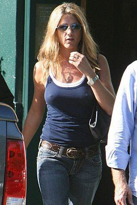 jennifer_aniston_2_122_502lo.jpg