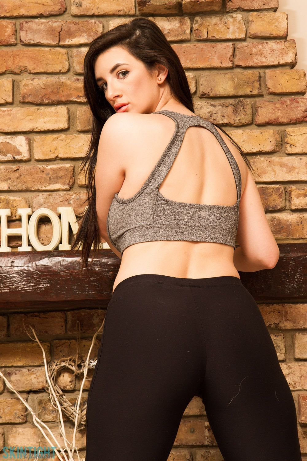 cara_ruby_black_yoga_pants_for_skin_tight_glamour_003.jpg