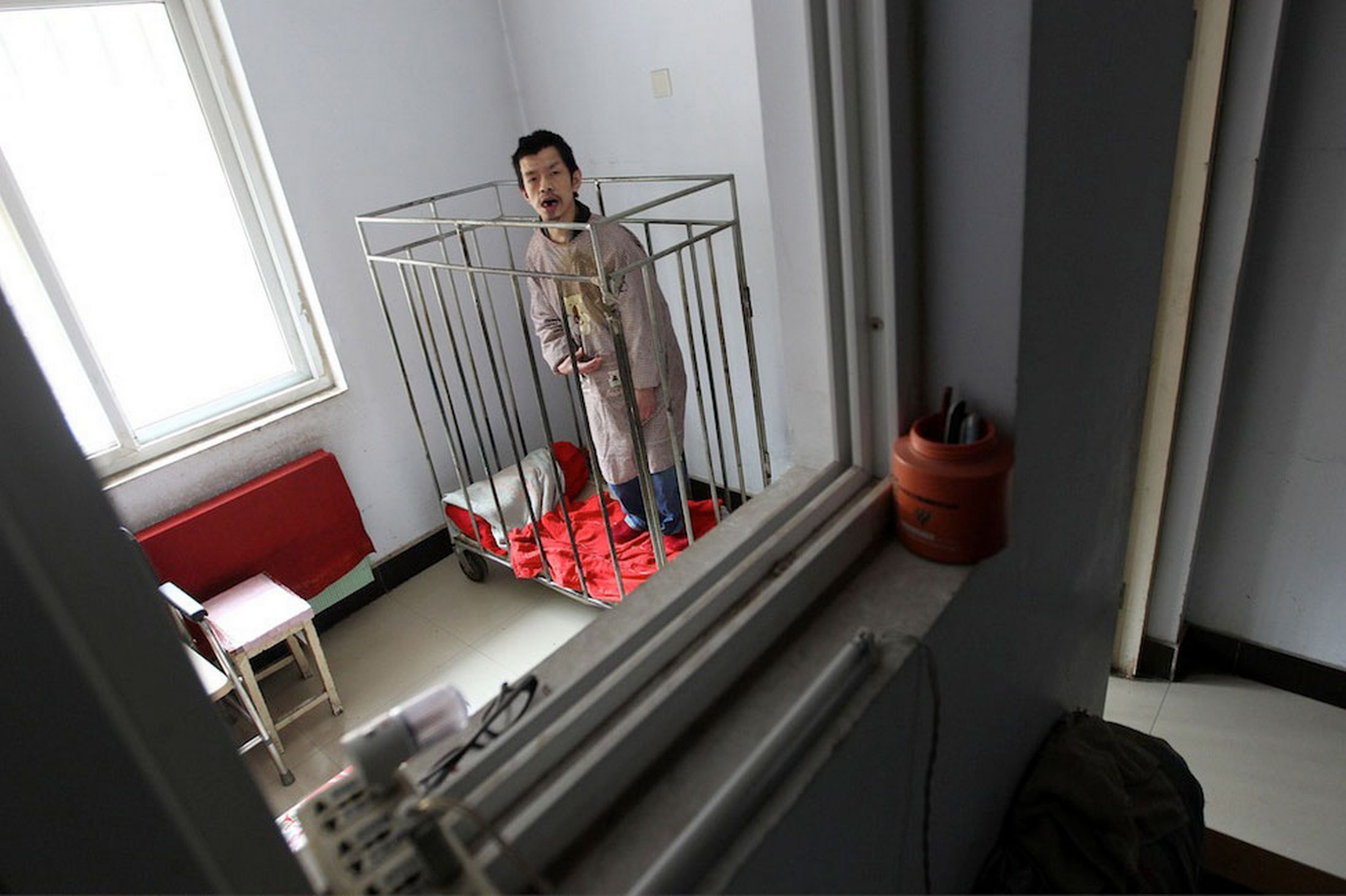 Chinese-man-kept-in-a-cage-for-40-years-MAIN-2921825.jpg