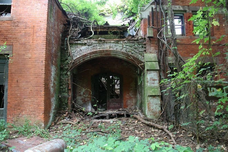 abandoned-island-new-york-city-north-brother-island-4.jpg