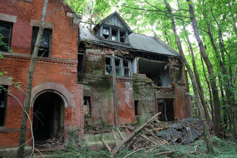 abandoned-island-new-york-city-north-brother-island-17.jpg