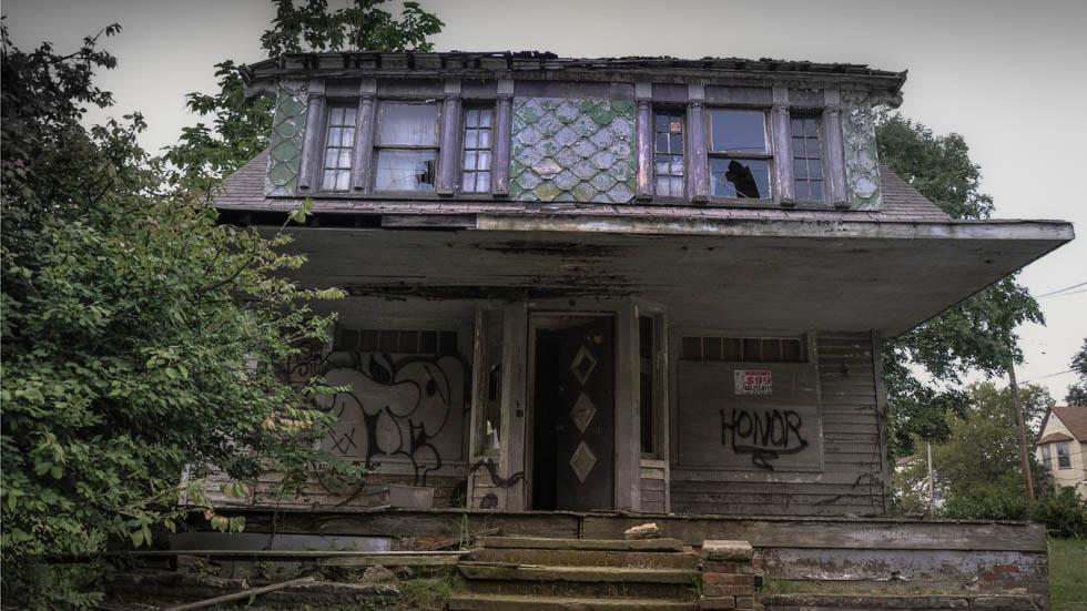 View%20of%20an%20abandoned%20house%20in%20East%20Cleveland%2C%20Ohio..jpg