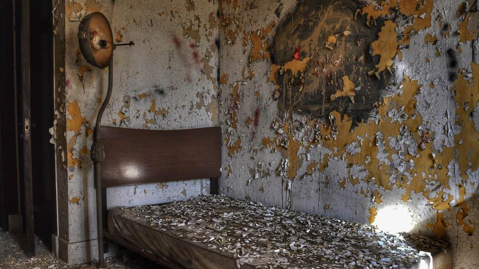 A%20room%20in%20an%20abandoned%20asylum%20in%20Bethlehen%2C%20Pa..jpg