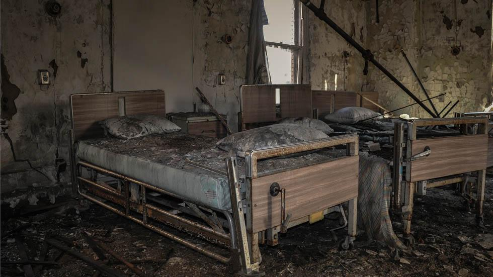 Beds%20at%20an%20abandoned%20hospital%20in%20Toldeo%2C%20Ohio..jpg