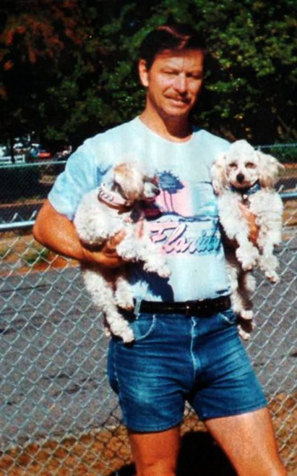 Gary%20Ridgway%20holding%20two%20of%20his%20dogs.jpg